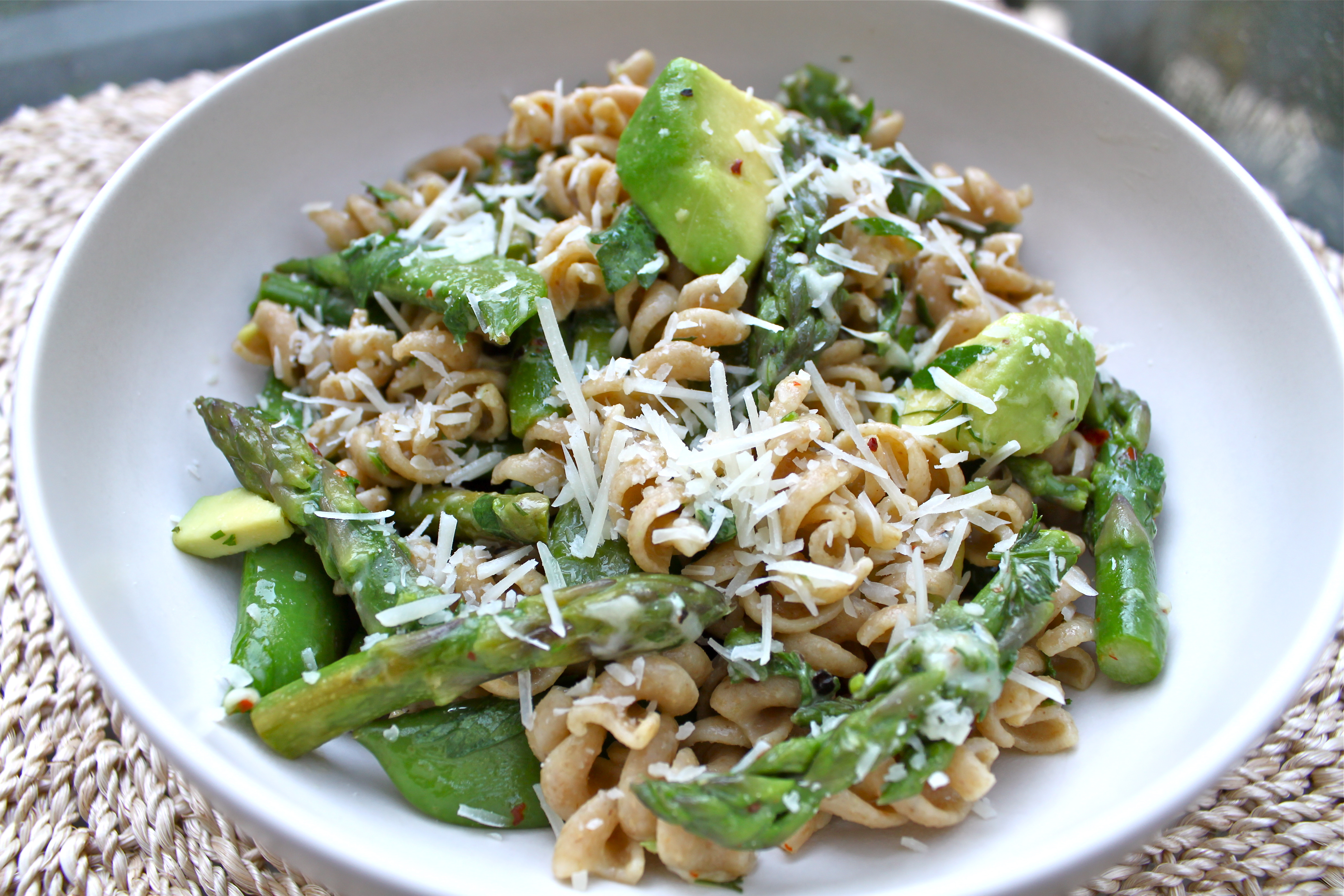 Asparagus, Snap Pea and Avocado Pasta | Lonely Wife Project